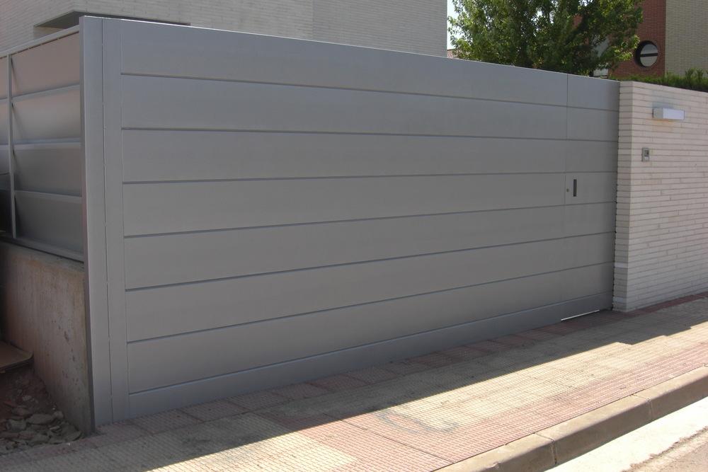Puerta Corredera + Peatonal - Lardero